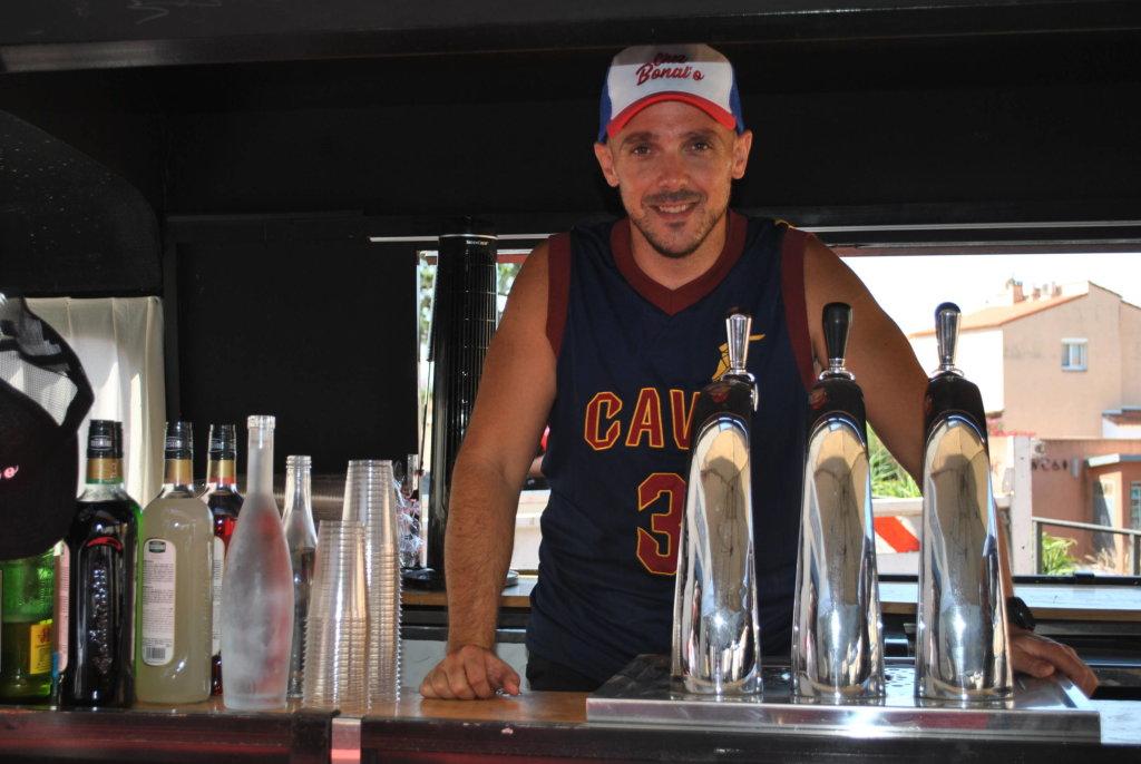 barman fêtes village