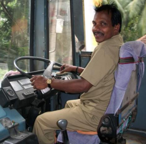 chauffeur de bus scolaire arabe indien altercation